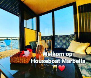 Wil jij deze boot niet missen? Reserveer dan snel via onze website www.geldersebootverhuur.nl 🌞!! #vakantieineigenland #houseboat #holiday #newarrivals #water #supboard #sunset #sunshine #sunsetphotography #uniekelocatie #amazing #energy #nature #boatrental 🌞🌞🌞