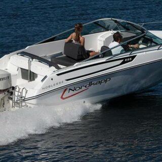 Make new memories ❤️!  Deze sprankelende snelle sport- / speedboot de Nordkapp is perfect om heerlijk te cruisen op het water 🚤☀️🤩! Deze sportboot beschikt over een Mercruiser 150 pk buitenboordmotor, een ruime cockpit met kuipstoel, achterbank, ruim zonnedek en is voorzien van een Radio/MP3-speler (geschikt voor Bluetooth) inclusief speaker-set voor een optimaal geluidsgenot 🎶❤️🤩! De Nordkapp is geschikt voor maximaal 6 personen.  #sportboat #nordkapp #speedboats #boatrentall #watersport #skipperfox #summer2020 #waterskiing #wakeboarding #wakeboarden #wakeboarder