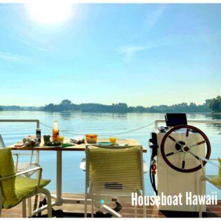 Tijd voor een mini-break 😍 of een heerlijk weekje genieten?  Onze nieuwe #houseboat Hawaii is volledig #geïsoleerd voor zowel kou als warmte. Kortom, hier kun je het hele jaar door #optimaal #genieten van je welverdiende #vakantie of mini-break ❤! #livingthegoodlife #vacationtips #vacationonthewater #adventuretime #makeupideas #makenewmemories #waterphotography #waterdream #watervilla #happyplanner #bootjevaren