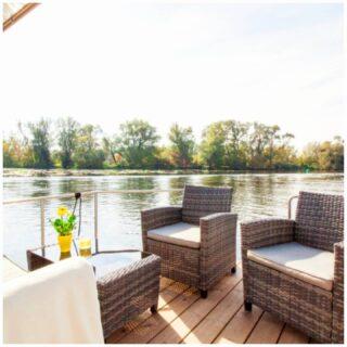 Een #droomvakantie in Nederland!! Deze zomer kun je bij Gelderse Bootverhuur wel heel bijzonder overnachten op zeer unieke exclusieve locaties 😍! Zie jij jezelf al wakker worden met een heerlijk ontbijtje op het riante terras voor op de boot? Of optimaal genieten van de prachtige zonsondergang met een wijntje op het prachtige dakterras? Deze nieuwe Houseboat Bali is geschikt voor 5 personen en komt naar verwachting eind mei bij ons binnen 🤩!! #goodvibes #healthylife #beyourself #goodday #holiday #tips #uniek #gelderland #nederland #sunset  #vakantieineigenland #suppen #barbecue #fietsen #vacationtime