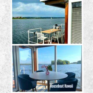 Onze #luxe Houseboat Hawaii ❤ is echt van alle #comfort en luxe voorzien! Het perfecte plekje om optimaal te genieten van de nazomer!!  ✅ Een ruim woon-/ zitgedeelte met TV en openslaande deuren naar het riante voorterras met een fantastisch #uitzicht op het meer 🌞!!  ✅ De woonkamer is voorzien van een ruime bank, die tevens twee extra slaap mogelijkheden biedt.  ✅ Een volledig ingerichte keuken met een elektrische #kookplaat, koffiezet apparaat, koelkast (met vriezer) en veel opbergruimte.  ✅ Een 2-persoons slaapkamer met twee heerlijke #boxspring bedden om heerlijk weg te #dromen (met uitzicht op het water)!  ✅ Slaapkamer met een stapelbed (2 pers.).  ✅ Badkamer met wastafel, föhn, douche en toilet.  ✅ #Airco, verwarming, ontvochtigings- apparaat, binnen #sfeerverlichting (LED), #zonnepanelen en een zwemtrap.  Deze #nieuwe houseboat is in Nederland gebouwd van zeer #duurzame materialen en is bovendien volledig #geïsoleerd voor zowel kou als warmte. Zowel in de #zomer als in de #winter is deze #houseboat geschikt om #optimaal te #genieten van uw welverdiende #vakantie of mini-break ❤!