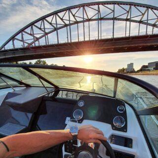 Boek op tijd, plan nu alvast een heerlijk #uitje om naar uit te kijken voor deze #zomer 😍 !!Deze prachtige #speedboot de 'Nordkapp' biedt zelfs de mogelijkheid om met twee personen te #overnachten! Wat is er #romanticher dan wakker worden op een zomerse ochtend op deze sprankelende sportboot, dat zijn de #onvergetelijke momenten 🤩!De Nordkapp is ook perfect voor #watersporten zoals #wakeboarden en #waterskiën!