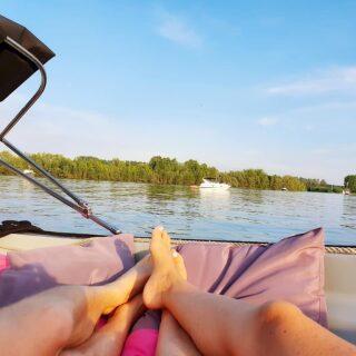 Summervibes 🌸🌞😎!! Op naar de 30 graden aankomende week!! Wil jij maandag, dinsdag of woensdag lekker genieten op het water? Reserveer dan snel via www.geldersebootverhuur.nl! Er zijn nog boten beschikbaar!! Zaterdag en zondag overdag zitten wij helemaal volgeboekt. Zondagavond hebben we nog enkele boten vrij. 🖐 #speedboats #boatrentall #sloepverhuur #bootjevaren #summer #summervibes #genieten #sloep #verhuur #makenewmemories #enjoythemoment